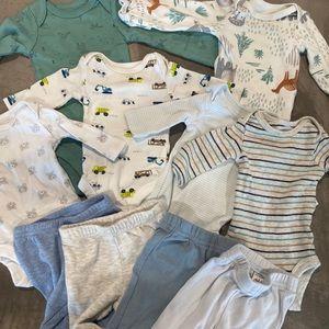 6 long sleeve onesies and 4 pants in PREEMIE 👶🏻